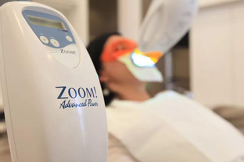 Отбеливание зубов по технологии Zoom 3